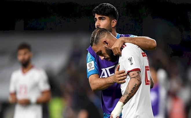 Sao Iran sụp đổ, cay đắng nói về quả penalty trước Nhật Bản