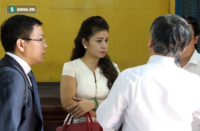 Vụ ly hôn nghìn tỷ Đặng Lê Nguyên Vũ - Lê Hoàng Diệp Thảo: Hai vợ chồng lặng lẽ rời tòa - Ảnh 3.