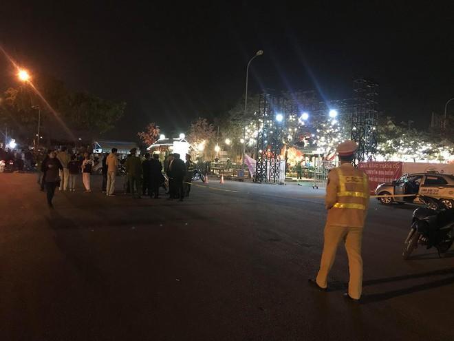 Vợ tài xế taxi nghi bị cứa cổ tử vong trước sân vận động Mỹ Đình đang mang bầu 5 tháng - Ảnh 1.