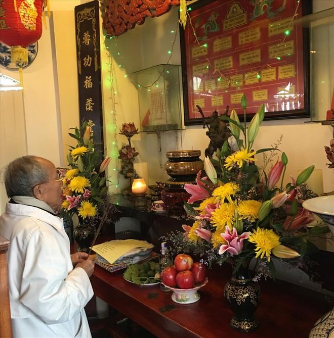 Cách thức, thời gian bài trí bàn thờ, đồ vật trên bàn thờ miền Trung - Ảnh 1.