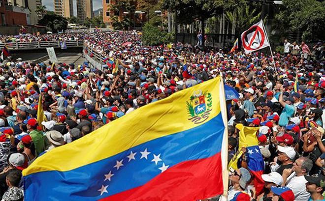 """Mỹ sẽ """"mượn tay"""" Colombia, Brazil can thiệp quân sự vào Venezuela?"""