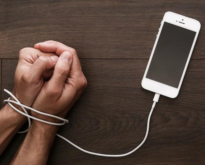 Khi trẻ em dùng điện thoại quá nhiều: Hậu quả nghiêm trọng hơn những gì bạn tưởng tượng - Ảnh 3.