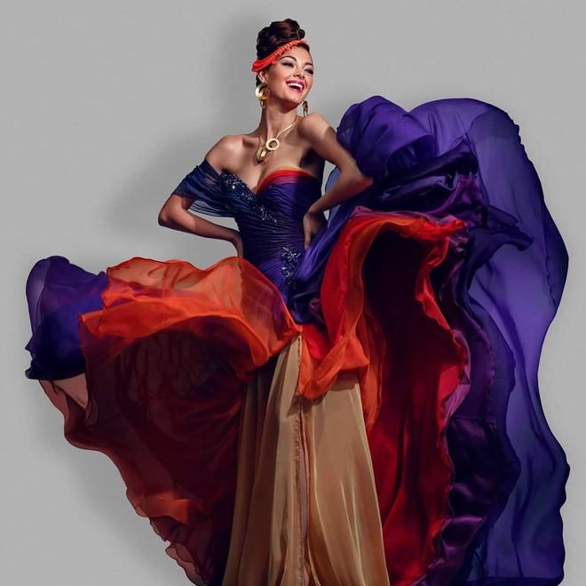HHen Niê bên dàn Hoa hậu của các Hoa hậu các năm: Toàn nhan sắc nữ thần, body nóng bỏng đến khó rời mắt! - Ảnh 8.