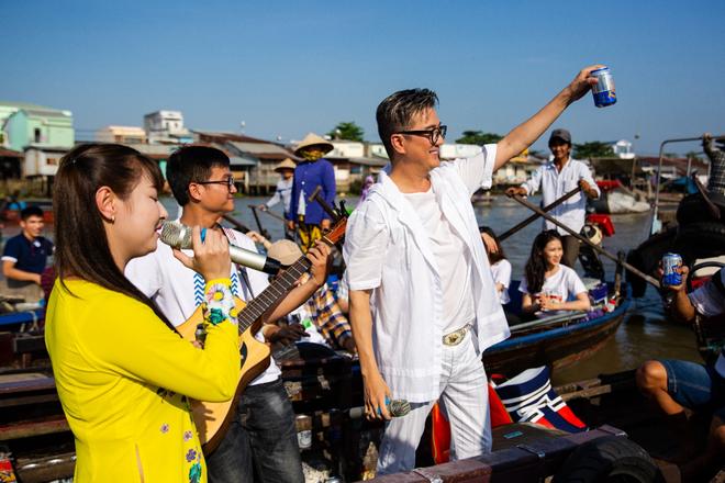 Mr. Đàm đốn tim fan với tình khúc Bolero bất hủ trên chợ nổi Cái Răng đón Tết 2019 - Ảnh 10.