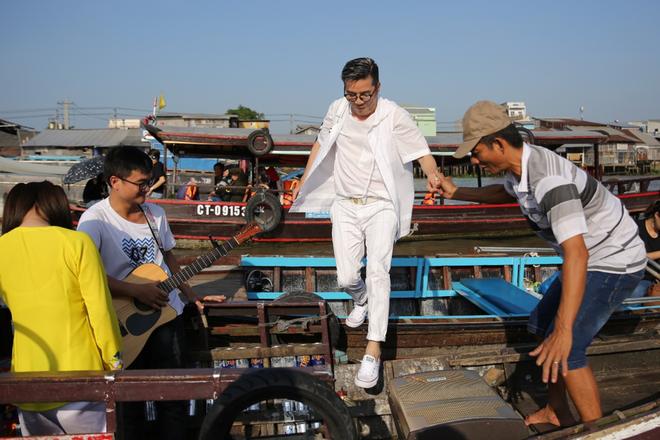 Mr. Đàm đốn tim fan với tình khúc Bolero bất hủ trên chợ nổi Cái Răng đón Tết 2019 - Ảnh 5.