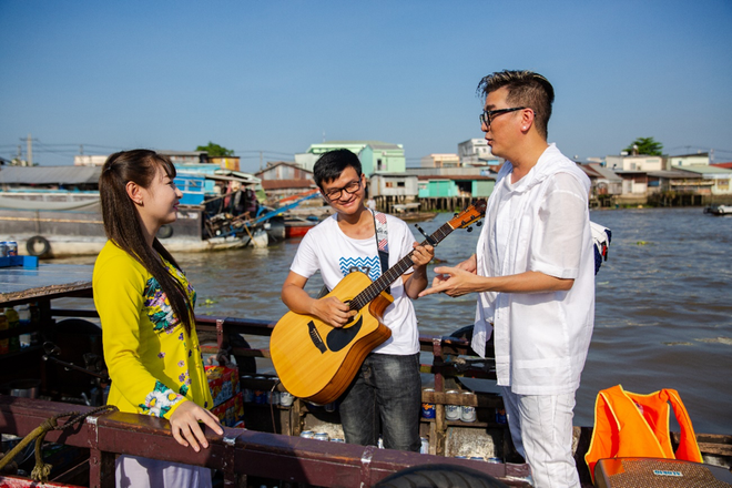 Mr. Đàm đốn tim fan với tình khúc Bolero bất hủ trên chợ nổi Cái Răng đón Tết 2019 - Ảnh 6.