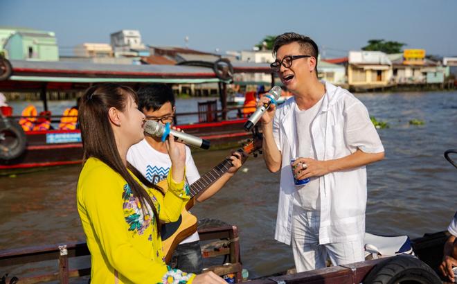 Mr. Đàm đốn tim fan với tình khúc Bolero bất hủ trên chợ nổi Cái Răng đón Tết 2019