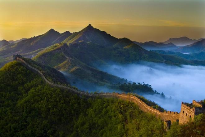 Phần lớn Vạn Lý Trường Thành được triều đại nhà Minh xây dựng vào cuối những năm 1500 trong một nỗ lực tối cao để bảo vệ Trung Quốc khỏi các bộ lạc xa xôi của thảo nguyên.