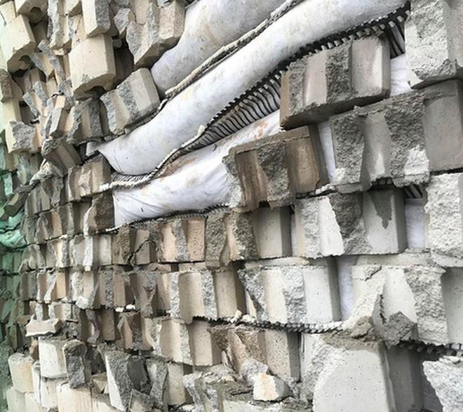 Tường thành khổng lồ trái phép ở Nha Trang bắt đầu đổ - Ảnh 3.
