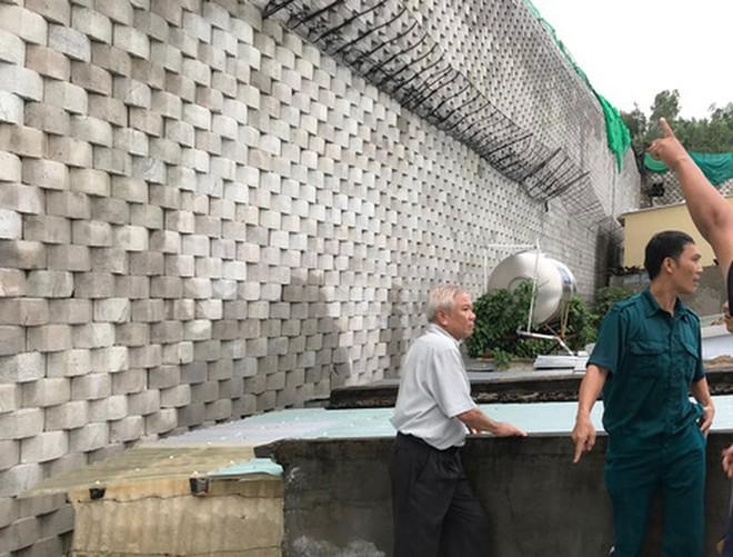 Tường thành khổng lồ trái phép ở Nha Trang bắt đầu đổ - Ảnh 6.