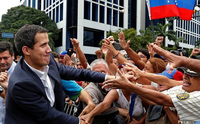 """Venezuela siết chặt """"vòng kim cô"""" với TT lâm thời tự xưng, Mỹ dọa: Sẽ có hậu quả nghiêm trọng"""