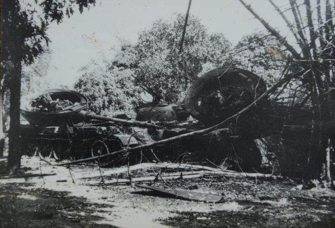 Chiến tranh 1979: Buộc người vào xe tăng cho khỏi ngã, lính TQ không kịp chạy tháo thân khi bị phản công - Ảnh 2.