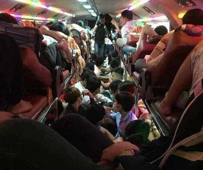 Bên trong những chuyến xe khách ngày cận tết khiến nhiều người ám ảnh - Ảnh 5.
