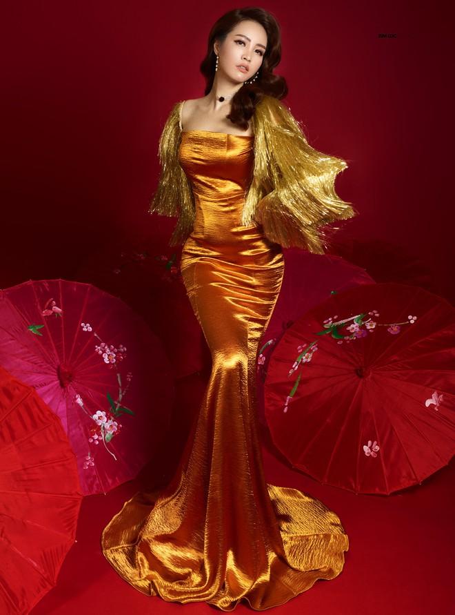 Bất ngờ với nhan sắc trẻ, đẹp của mẹ Á hậu Thụy Vân - Ảnh 5.