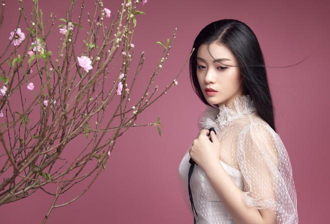 Sao Mai Thu Hằng ngày càng xinh đẹp, tung ca khúc Mùa hoa trở lại - Ảnh 9.