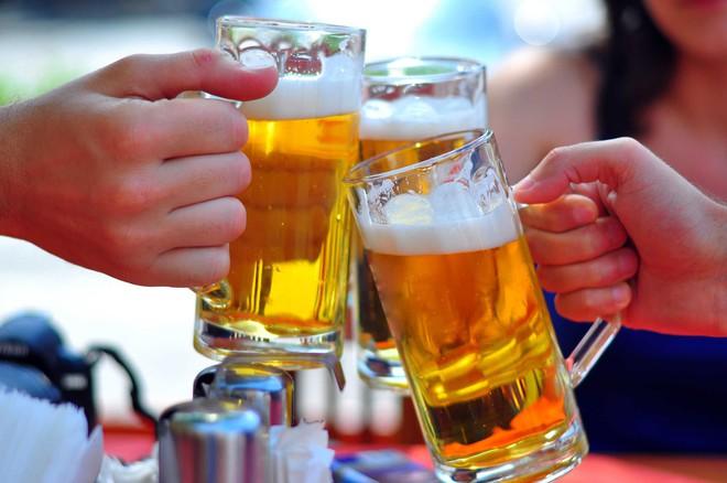 Mất trí nhớ sau khi uống rượu: 2 nguyên tắc giúp bạn giảm say, bớt gây hại sức khỏe - Ảnh 3.