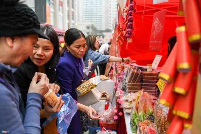 Những gì cần có trong làn đi chợ Tết của các bà nội trợ - Ảnh 1.