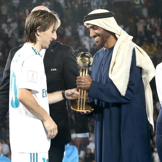 Hoàng tử UAE mua sạch vé trận bán kết với Qatar quyền lực đến cỡ nào? - Ảnh 2.