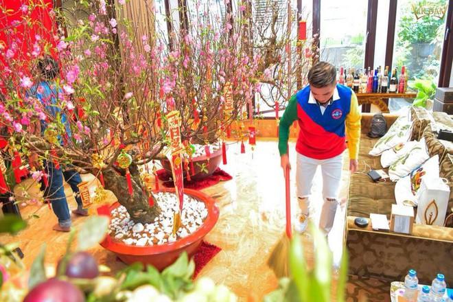 Đàm Vĩnh Hưng khoe căn biệt thự được trang trí hoành tráng, ngập sắc màu chuẩn bị đón Tết Nguyên Đán - Ảnh 6.