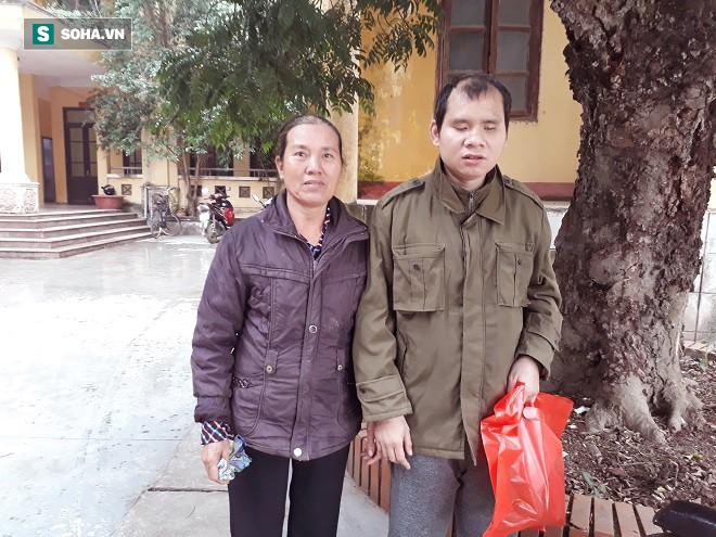 Trao tặng quà Tết tận tay người mù nghèo 3 huyện ngoại thành Hà Nội - Ảnh 2.