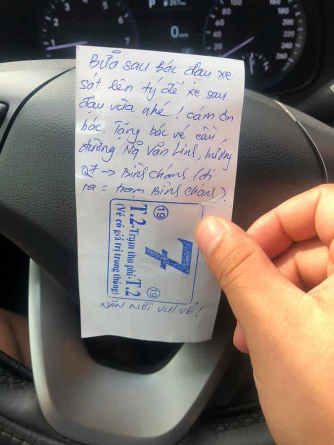 Đỗ xe kém duyên, người đàn ông tủm tỉm khi được hàng xóm cảnh cáo chỉ bằng 1 tờ giấy - Ảnh 2.