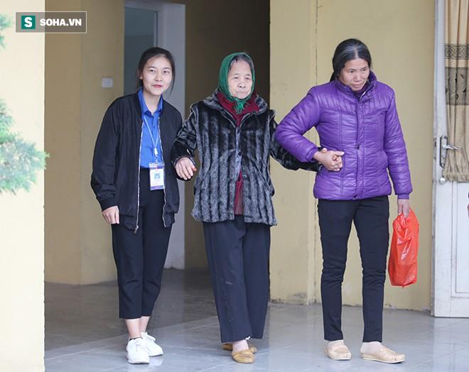 Trao tặng quà Tết tận tay người mù nghèo 3 huyện ngoại thành Hà Nội - Ảnh 7.