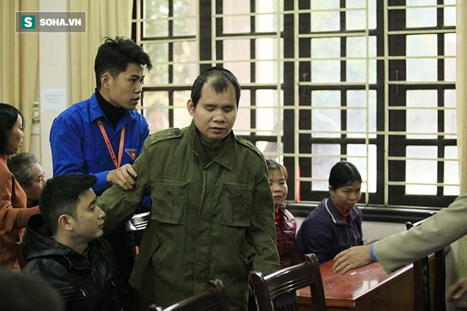 Trao tặng quà Tết tận tay người mù nghèo 3 huyện ngoại thành Hà Nội - Ảnh 3.