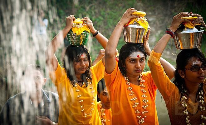 Thaipusam - Lễ hội hoang dại nhất thế giới: Khi con người sẵn sàng chịu đau đớn để được an lành - Ảnh 2.