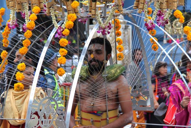 Thaipusam - Lễ hội hoang dại nhất thế giới: Khi con người sẵn sàng chịu đau đớn để được an lành - Ảnh 8.