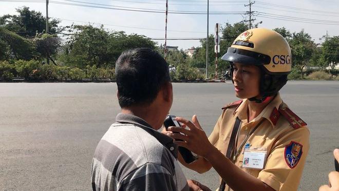 Hơn 30 tài xế ô tô dương tính với chất ma tuý ở TPHCM - Ảnh 8.