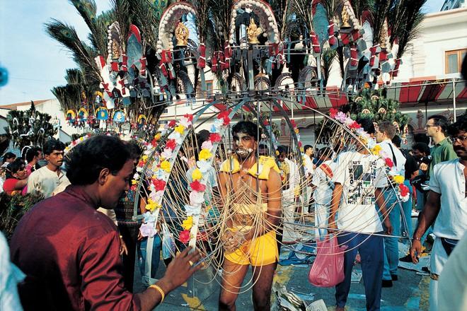 Thaipusam - Lễ hội hoang dại nhất thế giới: Khi con người sẵn sàng chịu đau đớn để được an lành - Ảnh 9.