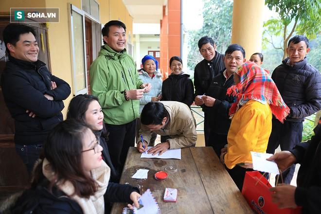Trao quà Tết tận tay người dân nghèo huyện Bảo Lạc, Cao Bằng - Ảnh 7.