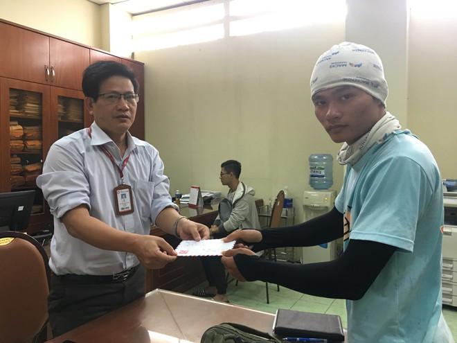 Chuyện về bức thư người mẹ viết thay con gái, nhờ nam sinh Ngoại Thương đi bộ hơn 2.000km trao tận tay thầy cô ở Sài Gòn - Ảnh 5.