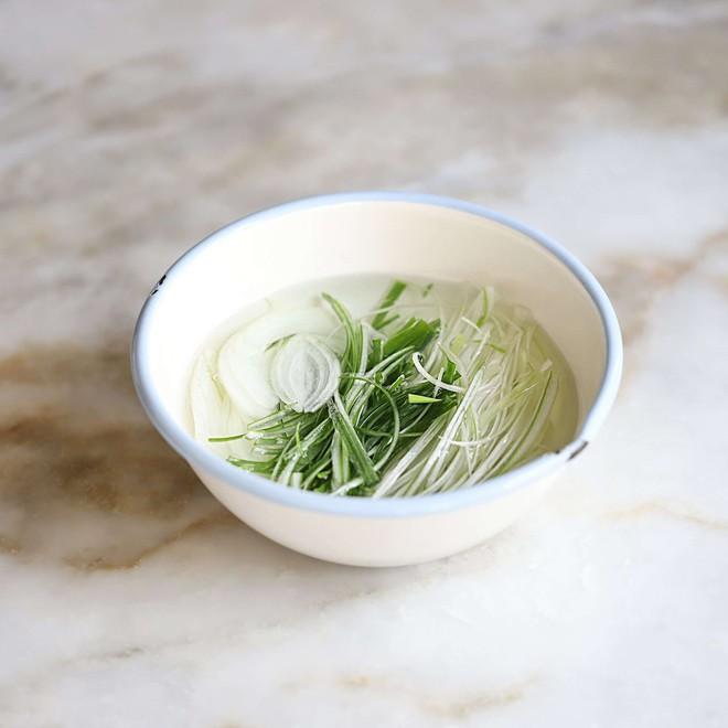 Học người Hàn cách làm món thịt áp chảo ngon ngất ngây ăn mùa lạnh hợp vô cùng - Ảnh 3.