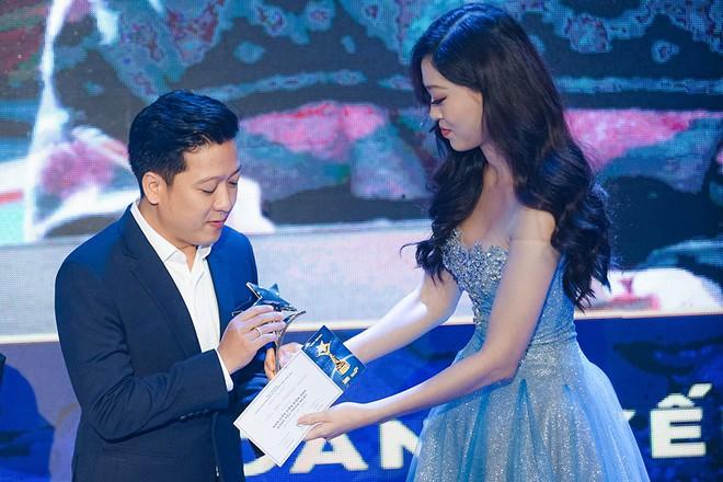 Trường Giang nhận giải Nam diễn viên điện ảnh được yêu thích nhất - Ảnh 1.