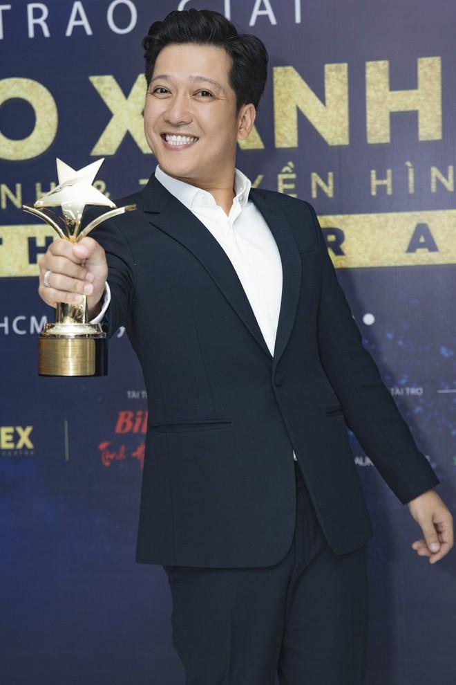 Trường Giang nhận giải Nam diễn viên điện ảnh được yêu thích nhất - Ảnh 4.