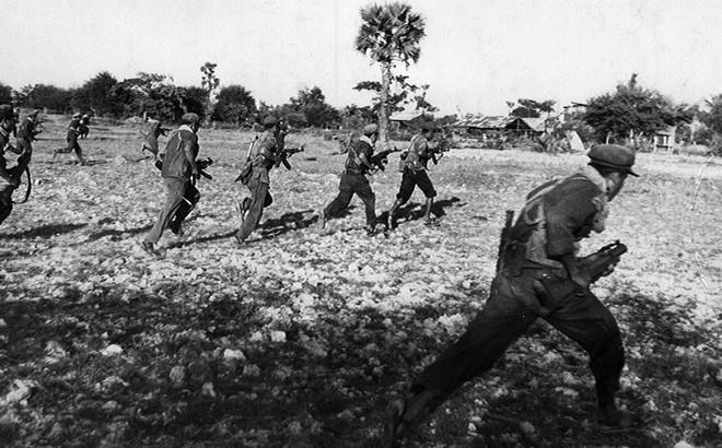 Khơ me Đỏ được trang bị vũ khí thế nào mà dám tấn công Việt Nam?