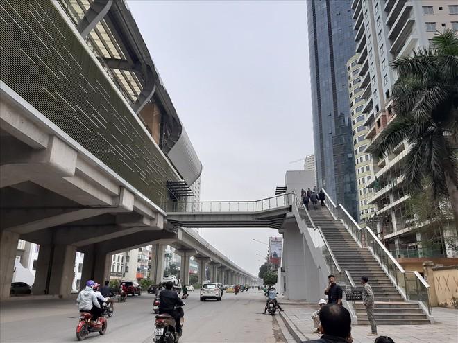 Ga đường sắt trên cao Cát Linh - Hà Đông vẫn ngổn ngang dù Tết cận kề - Ảnh 11.