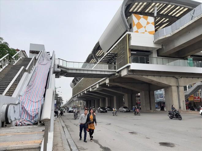 Ga đường sắt trên cao Cát Linh - Hà Đông vẫn ngổn ngang dù Tết cận kề - Ảnh 6.