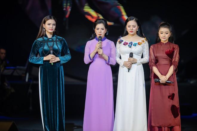 Ca sĩ Thu Phương, Đinh Hiền Anh liên tục bật khóc khi chia sẻ về cố nhạc sĩ An Thuyên - Ảnh 2.