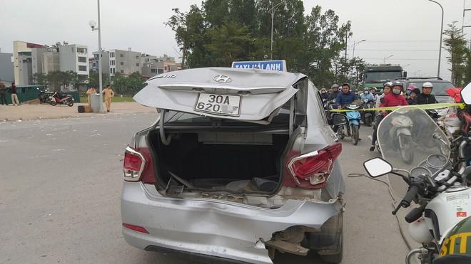 Vụ xe điên tông vợ chồng tử vong: Người dân vẫy xe tải đưa nạn nhân đi cấp cứu - Ảnh 1.