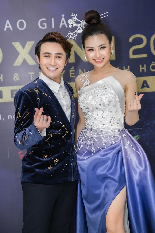Dương Hoàng Yến sánh đôi Huỳnh Lập trên thảm đỏ - Ảnh 2.