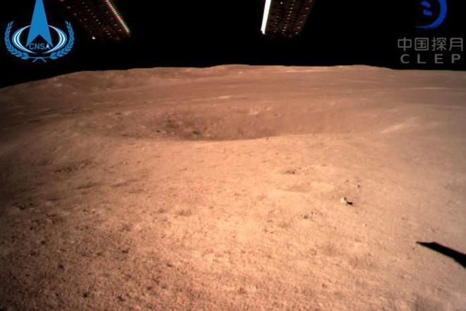 Những bức ảnh đầu tiên về vùng tối của Mặt Trăng từ tàu Hằng Nga 4 - Ảnh 2.