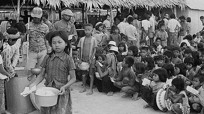 """Thủ đoạn duy nhất của Khmer Đỏ là mệnh lệnh của """"Angkar"""" và súng AK-47 - Ảnh 2."""