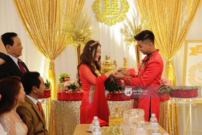 MiA rạng rỡ diện áo dài đỏ, đeo vàng đầy tay trong lễ rước dâu tại quê nhà Vĩnh Long - Ảnh 1.
