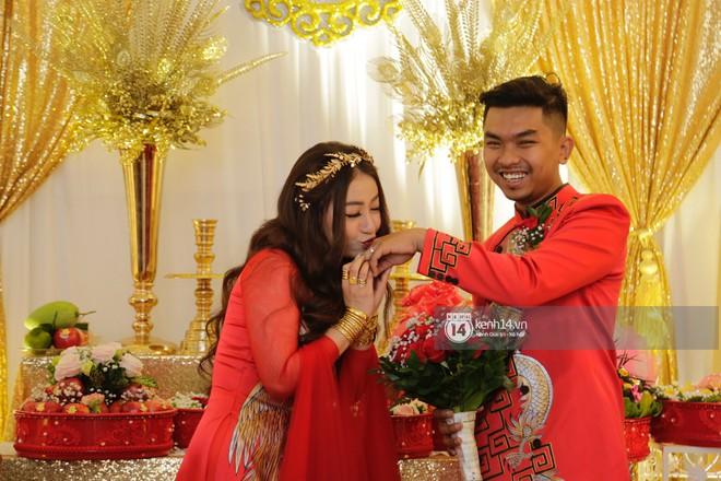 MiA rạng rỡ diện áo dài đỏ, đeo vàng đầy tay trong lễ rước dâu tại quê nhà Vĩnh Long - Ảnh 2.