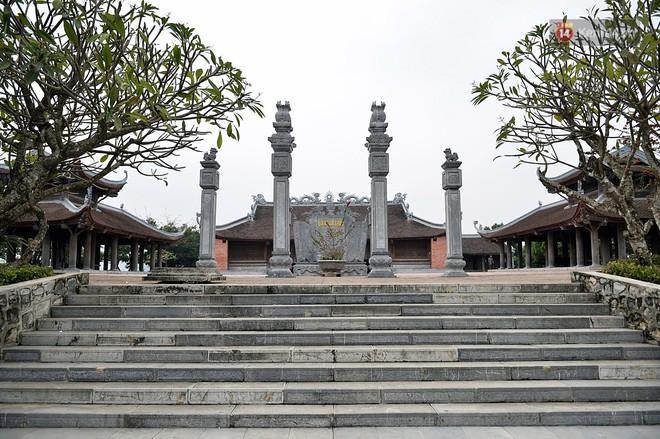 Cận cảnh ngôi chùa lớn nhất Việt Nam - Nơi sẽ đặt báu vật thiên thạch mặt trăng 600.000 USD được đấu giá từ Mỹ - Ảnh 5.