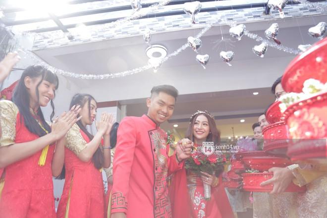 MiA rạng rỡ diện áo dài đỏ, đeo vàng đầy tay trong lễ rước dâu tại quê nhà Vĩnh Long - Ảnh 7.