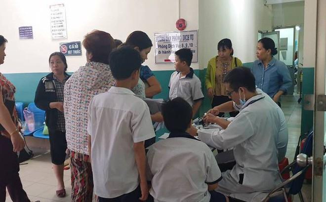 Uống trà sữa, 15 học sinh trường tiểu học ở Sài Gòn bị đau bụng, nôn mửa nghi bị ngộ độc