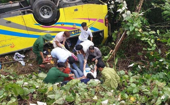 Hiện trường kinh hoàng vụ xe khách chở hàng chục sinh viên lao xuống vực sâu ở đèo Hải Vân
